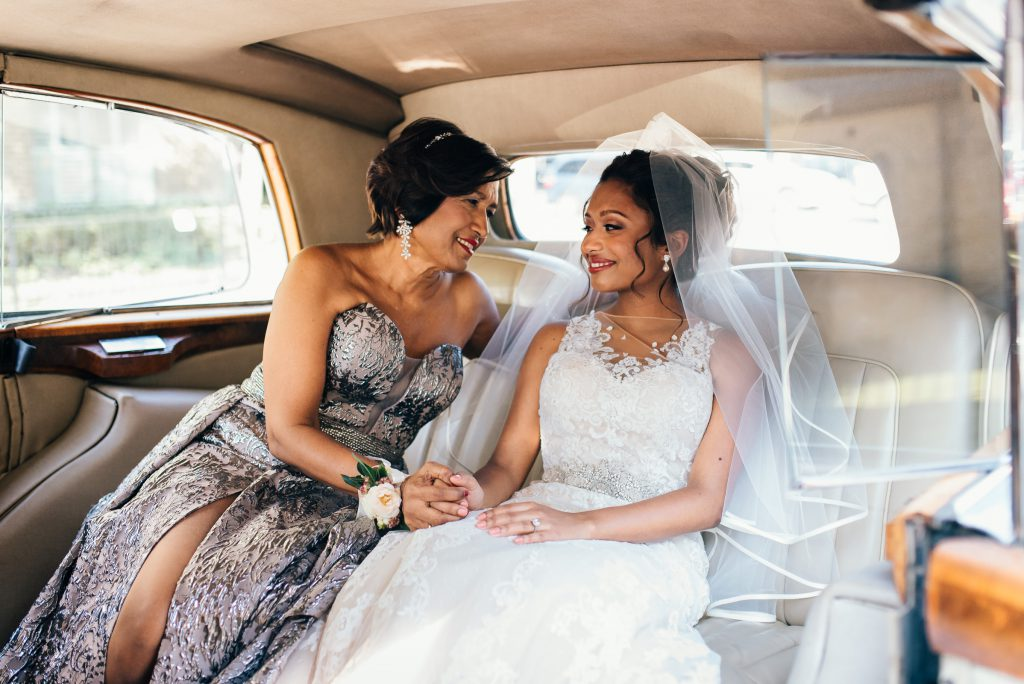 University Club of Toronto Wedding, Mother and bride in car